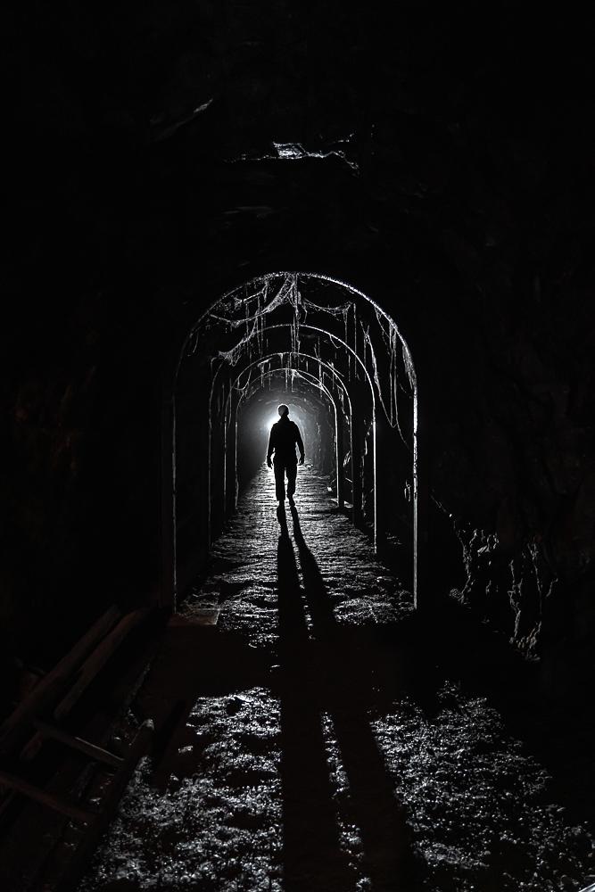 Dans la mine de Tellure, une lumière de fond à été mise pour détourer le personnage dans la pleine ombre.