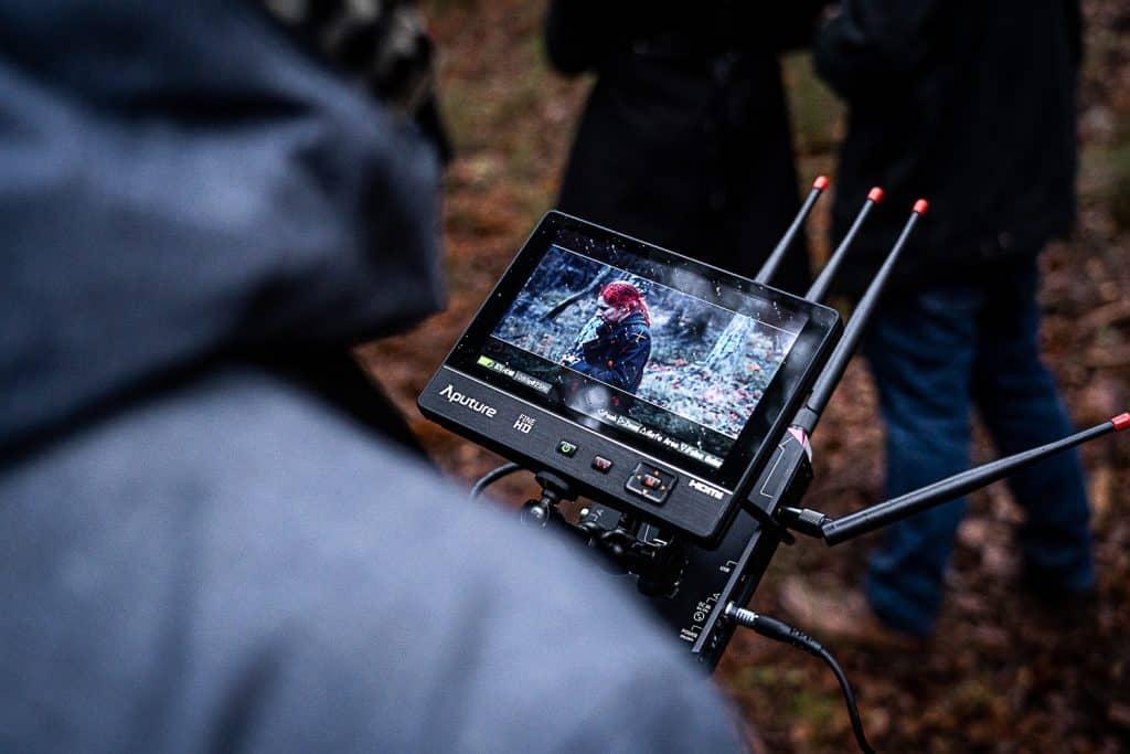 Cette appareil permet de gérer la mise au point de la caméra à distance. Yann à toute la pression sur les épaules.